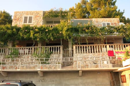 3 bedroom Seaview partment - Prižba - Apartemen