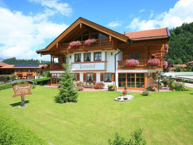 "Charming Apartment ""Taubensee"" with Mountain View, Wi-Fi, Balcony"