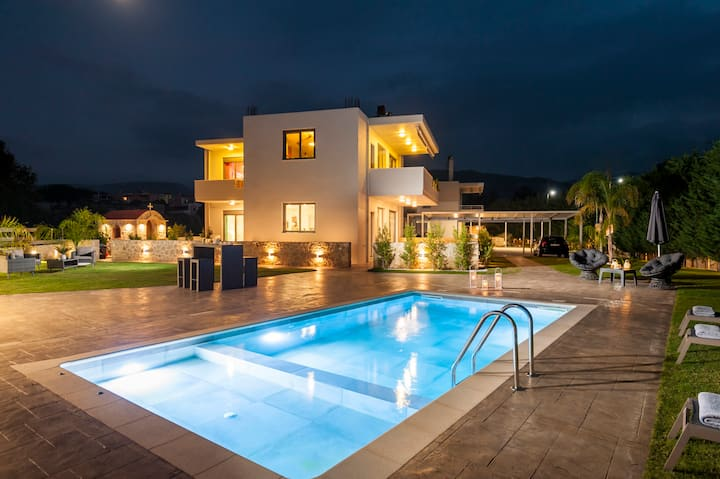 Amaen Luxury House with Private Pool