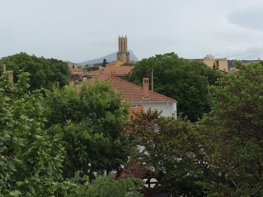 Chambre lumineuse park gratuit vue cathedrale for Chambre agriculture aix en provence