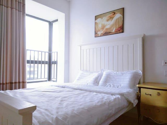 卧室1                           实木双人床1.5米