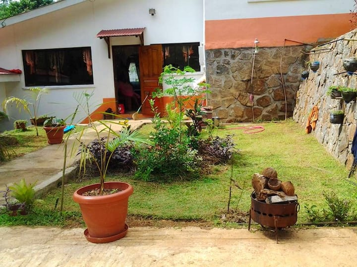 House with 3 bedrooms in Victoria, with wonderful mountain view, furnished garden and WiFi - 10 km from the beach