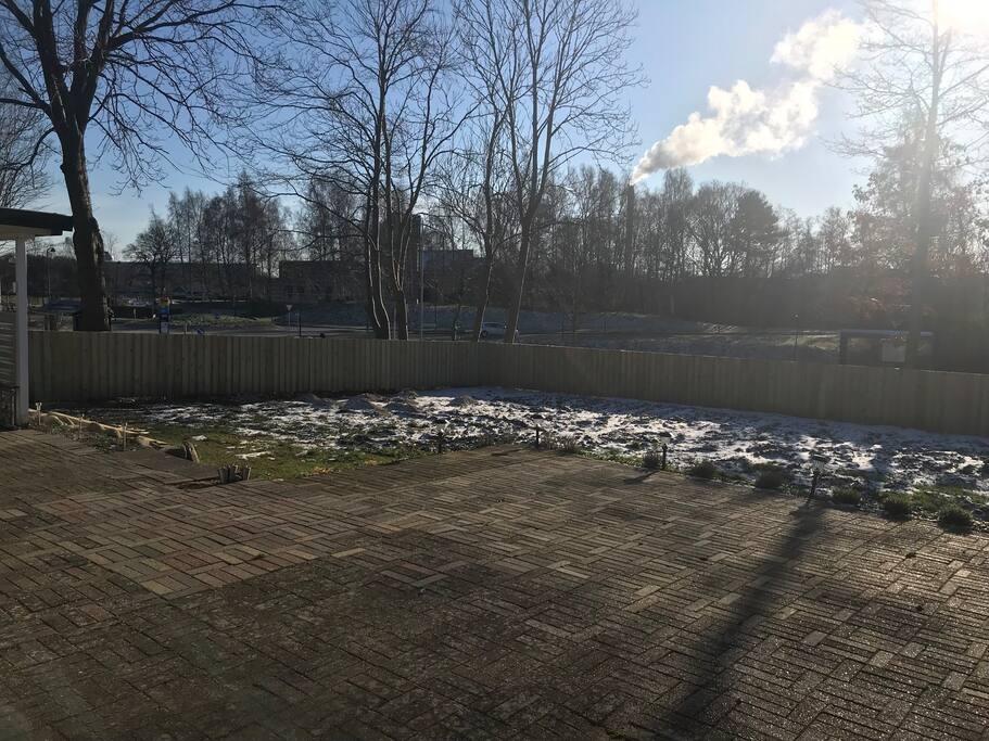 Terrassen og haven