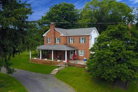 The Manor House-A beautiful farm 4 mi to Knoebels