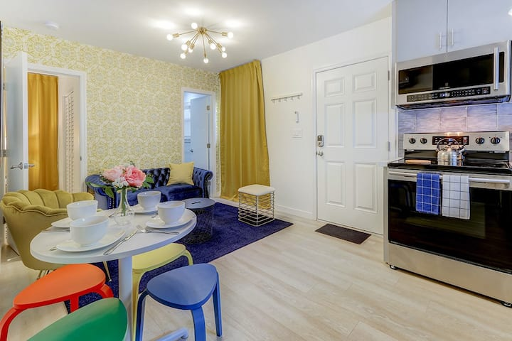 NEW! Soleil Casita - Private Entrance, Sanitized, & High Speed Internet! Space for 2 cars. Self Check-In. Super-host support!