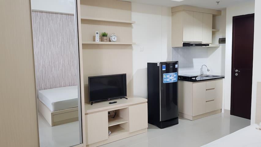 Hade Hause Studio Apartemen GTMM2 - Wifi&TV Kabel