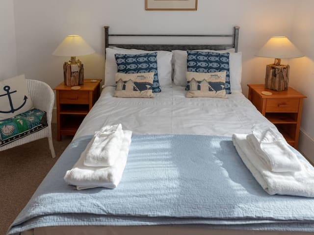 Driftwood Room in Boutique apartment, Ventnor IOW