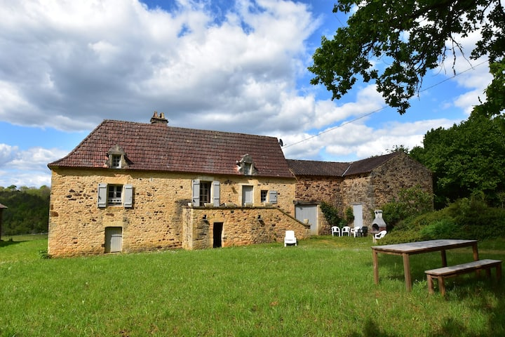Beautiful holiday home in wooded grounds near Villefranche-du-Périgord (7 km)