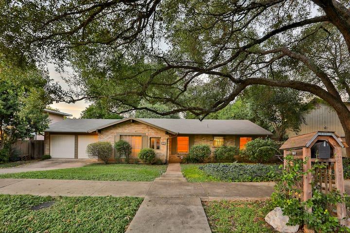HARMONY HILLS, PRIVATE HOME, Sleeps 10***** - San Antonio - House