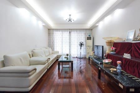 浦东独立房间双层床。 - Shanghai