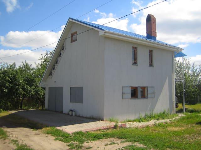 Дом целиком-на окраине Рязани,по-спартански внутри