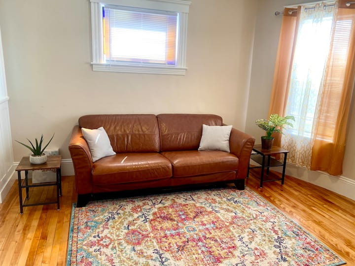 Large & open, cozy 3BR APT W/free WIFI
