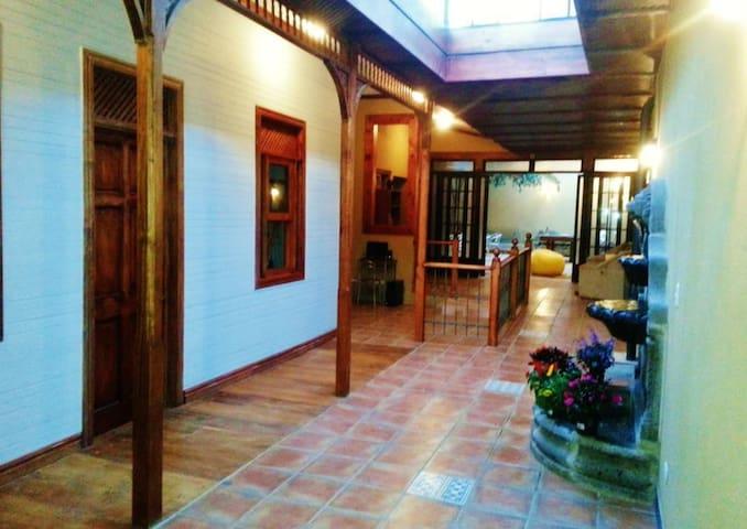 HOSTEL VAN GOGH - BARRIO AMON - San José - Internat
