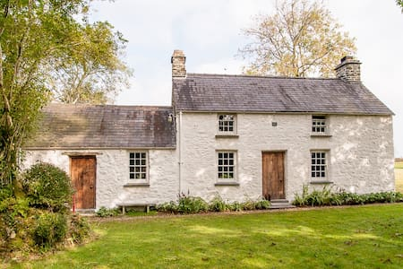 Cottage as see in World of Interior - Carmarthen - House