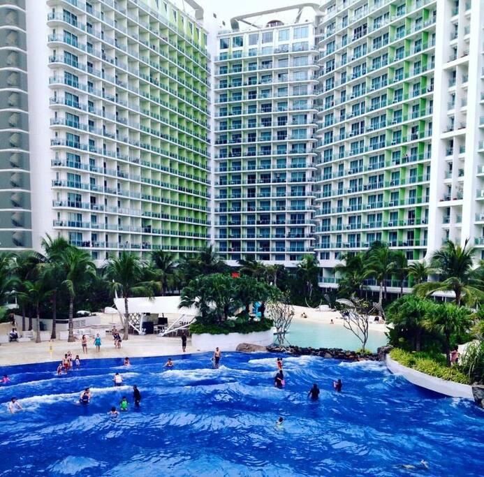 Wave pool..
