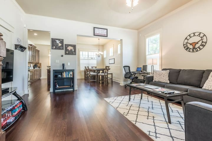 Beautiful Downtown Townhome With Prime Location