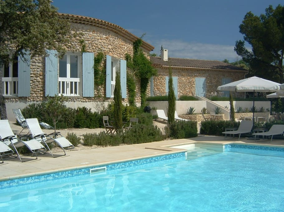 Studio avec piscine dans un cadre proven al serein guest for Piscine chauffante