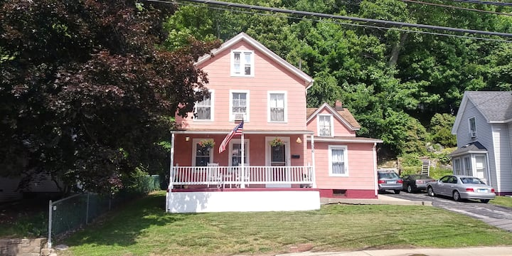 3 bedroom, first floor apartment, SE Conn. gem!