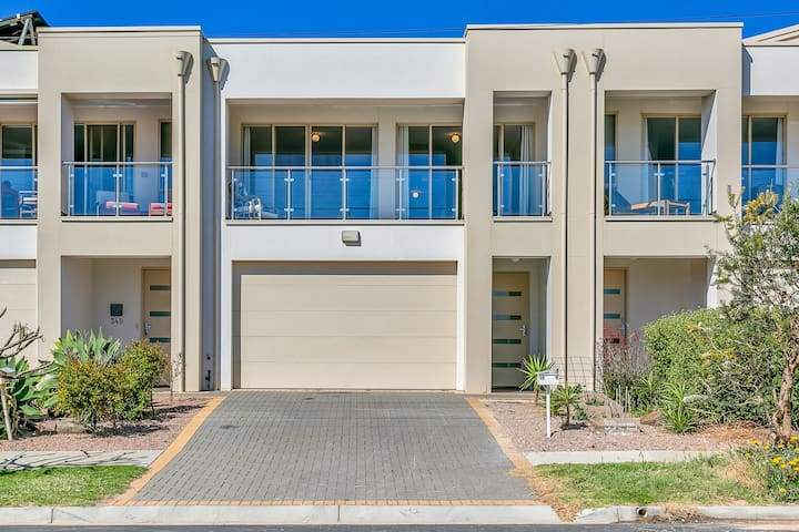 Christies Beach Exclusive Townhouse II