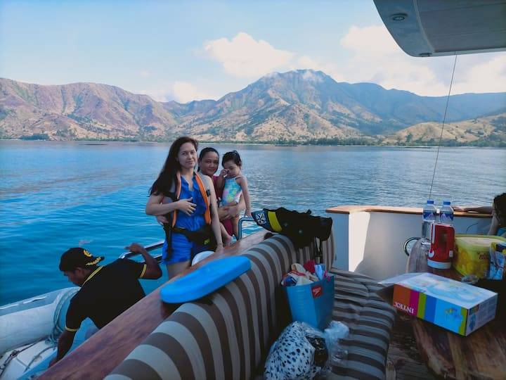 8hrs Yacht Stay and Water Activities