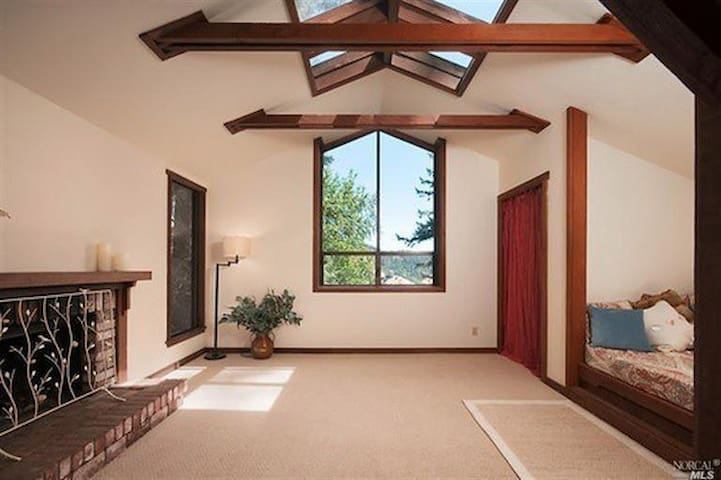Redwood Retreat - San Geronimo - House