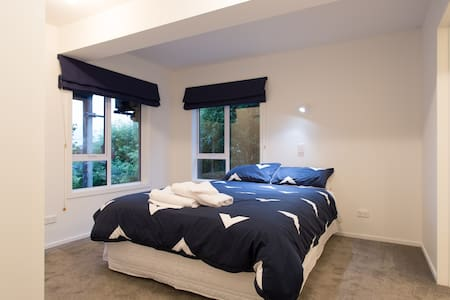 Frankton Road, Calm and Peaceful. - Queenstown - Bed & Breakfast