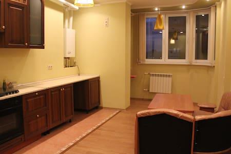 Уютная двухкомнатная квартира 85м - Astrakhan' - Pis