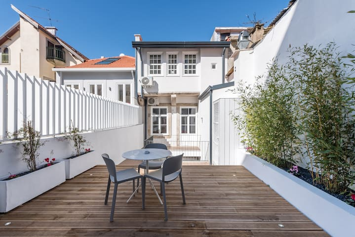 The Porto Concierge - Backyard Palace Terrace
