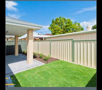 Room Close to Airport - Redcliffe - House - 1