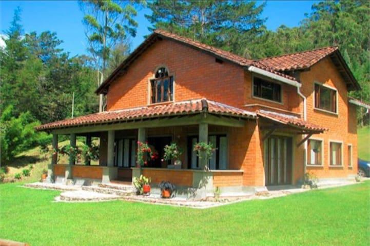 Casa Campestre - Retiro - Natur-Lodge