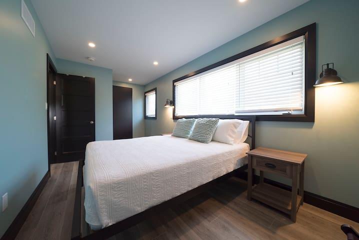 Queen sized beds in each room.