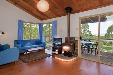 Blue Wren cottage with great views!
