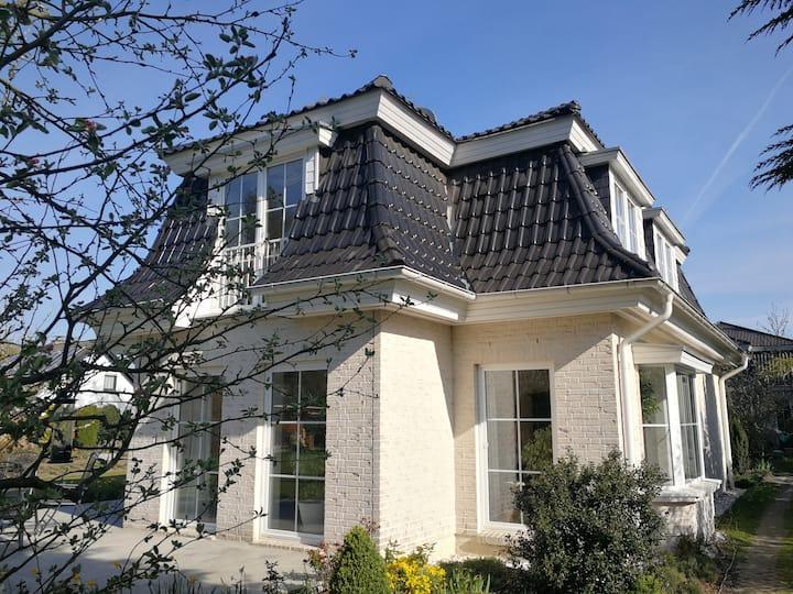 Villa an der Stadtgrenze zu Berlin