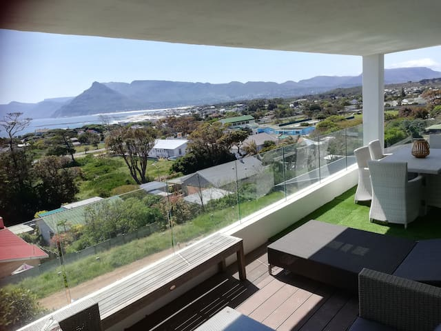 Mountain and Sea view apartment 2