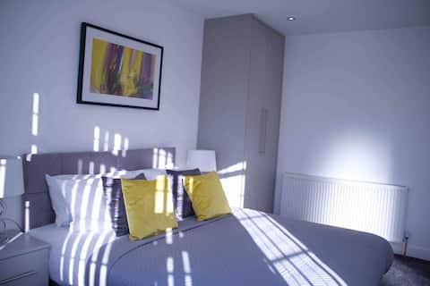 Heathrow Sleep 💤one / En-Suite Room #6