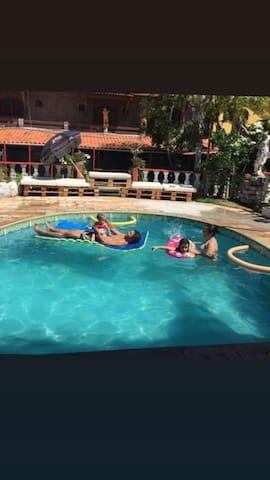Hostel Surf Paradise quarto praia do massacre