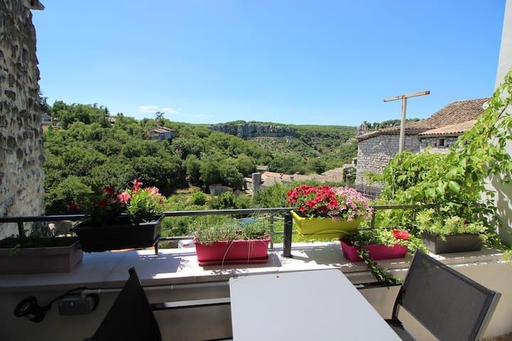 Duplex 38 m² village médiéval, Gorges Ardèche