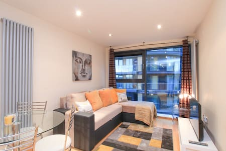 Canary Wharf, 1BR Apartment, Waterside Development