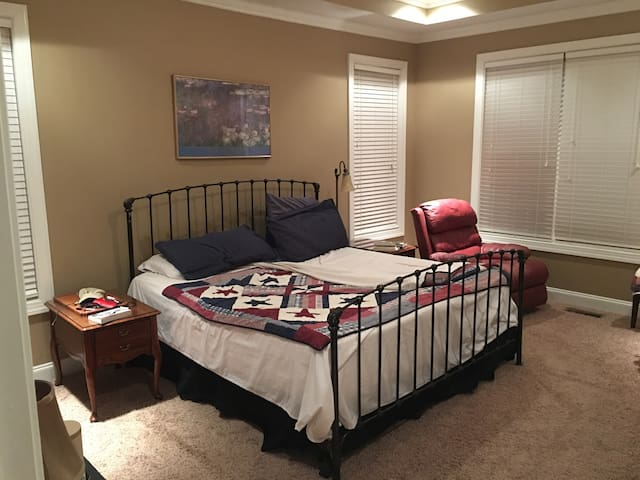 Master Suite 2 mi from GardnerWebb - Shelby - Casa