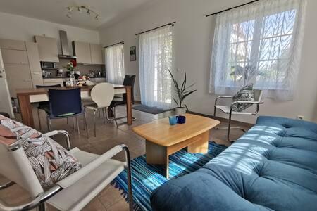 Hübsche, große Wohnung (78m2) mit Terrasse