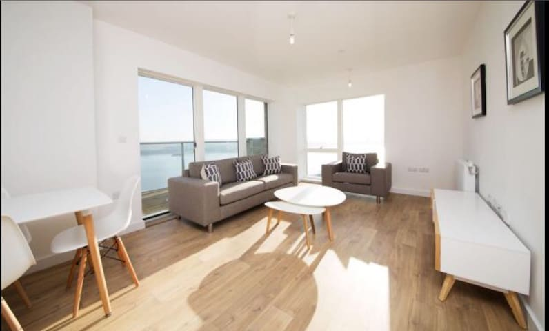 BRAND NEW 2 bedrooms flat near London City Airport - Londres - Pis