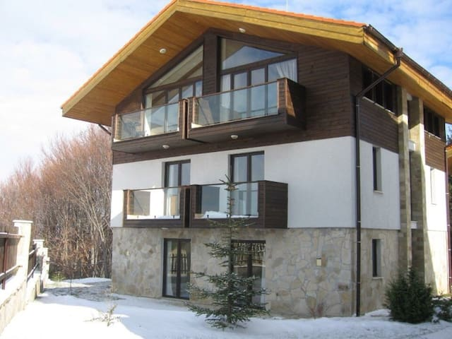 4bed  Stylish Ski Chalet Borovets (sleeps 11)