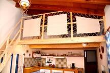 Un cómodo altillo.  A comfortable loft.