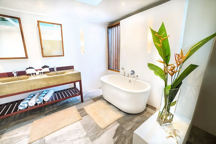 Ocean View 3 Bedroom Luxury Villa