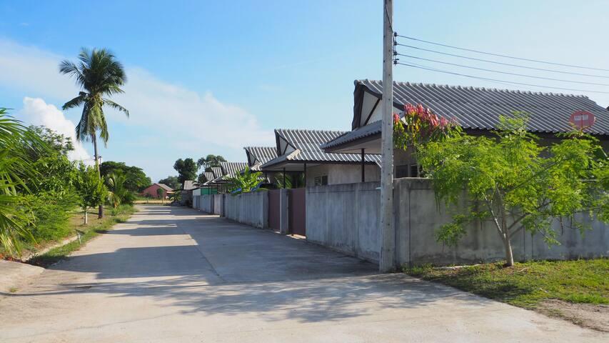 House No.2- Provides late checkin, 5 mins to beach