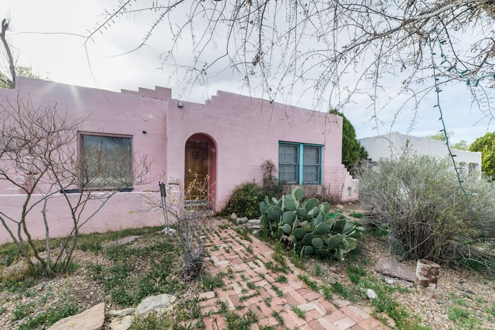Pink Adobe! Famous Route 66 !!!  ABQ! Nob Hill UNM