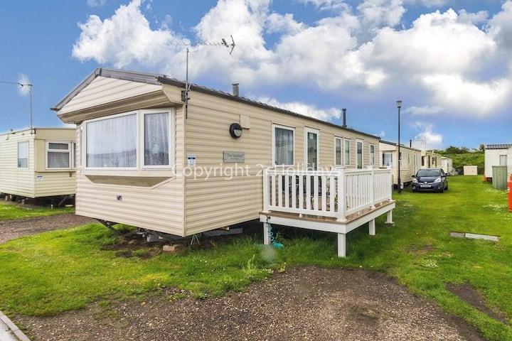 8 berth caravan for hire in Heacham Holiday Park in Norfolk ref 21017E