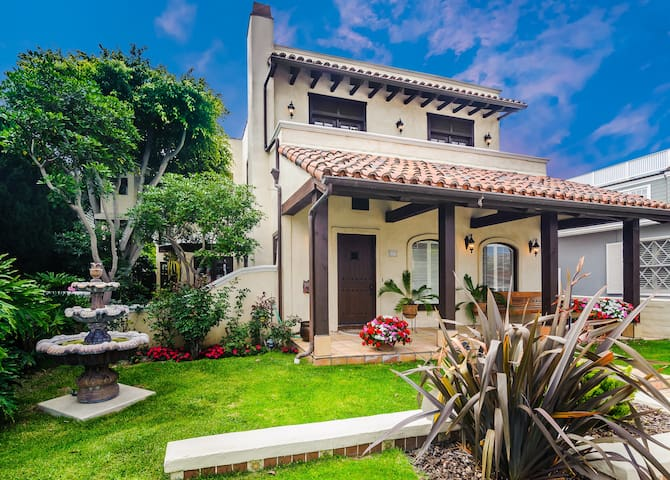 Poppy Av. 7bd/4ba, steps to beach - Newport Beach - House