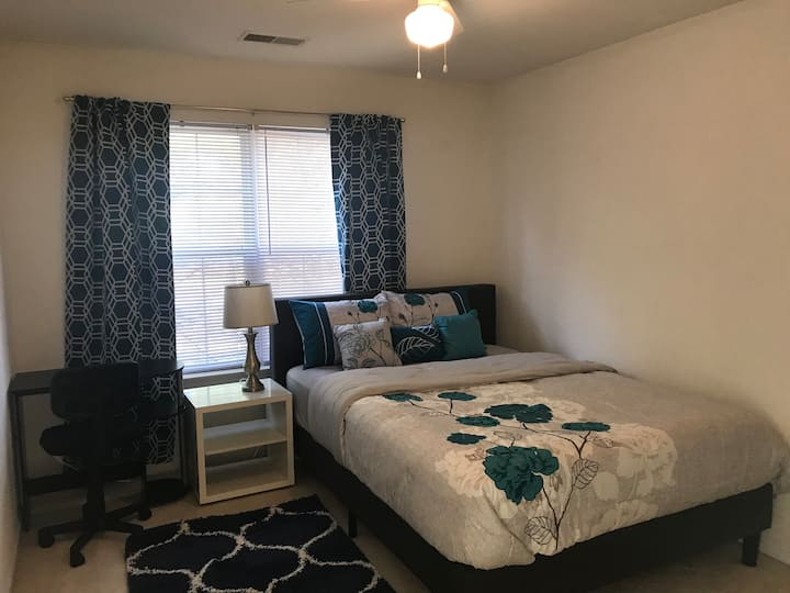 Cozy room in luxurious home/near IAD and Reston