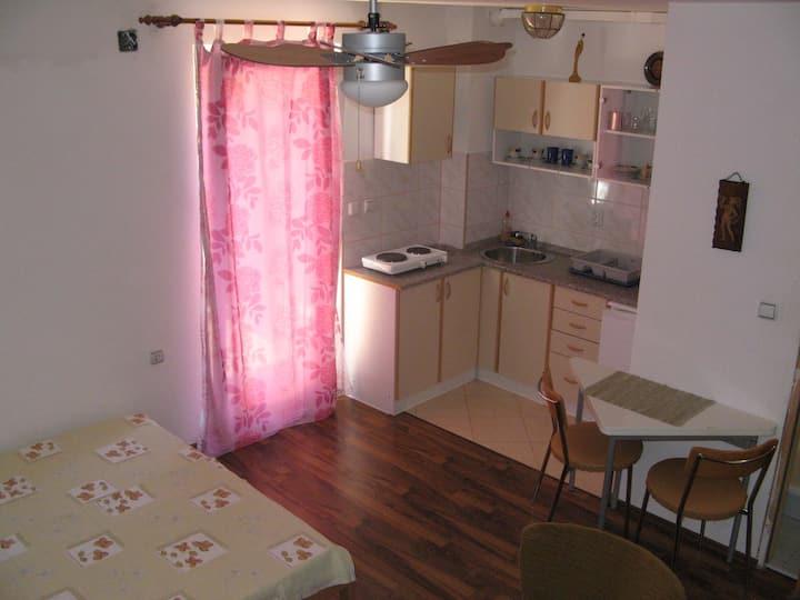 Romantic studio apartment near the beach